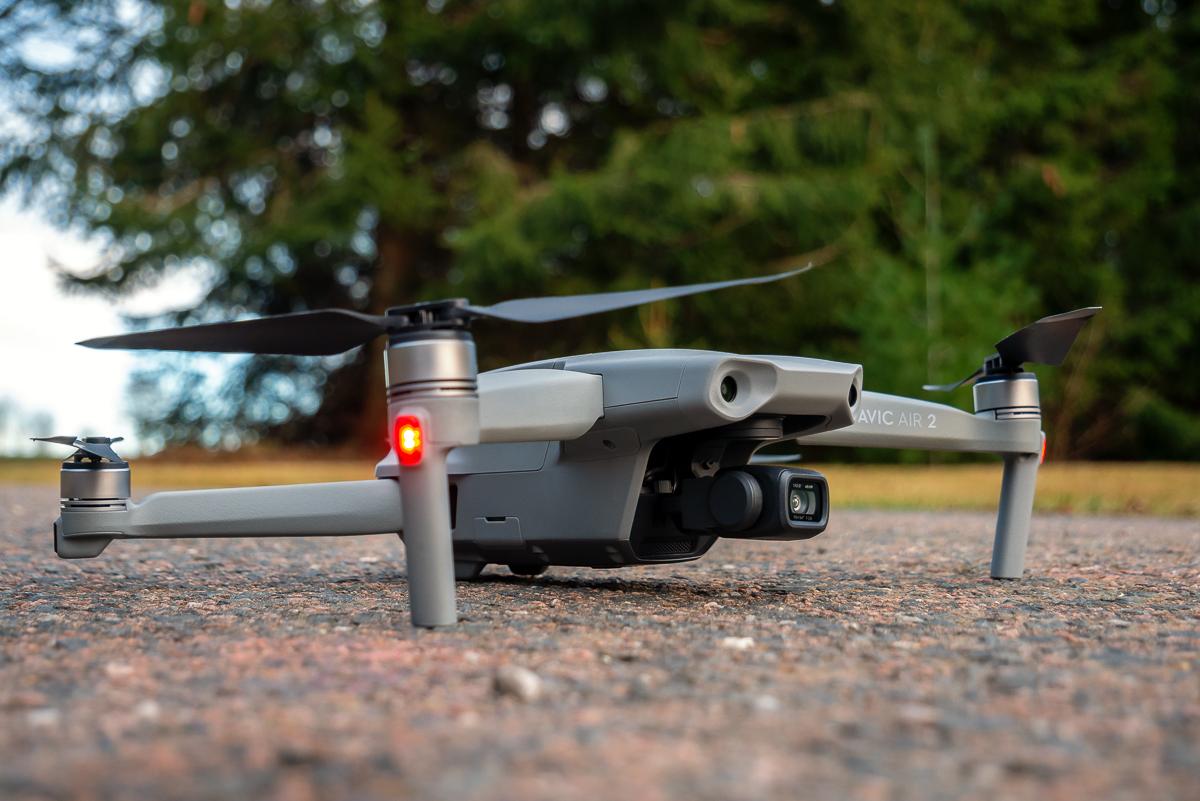 DJI Mavic Air 2 Drohne am Boden vor dem Test-Start