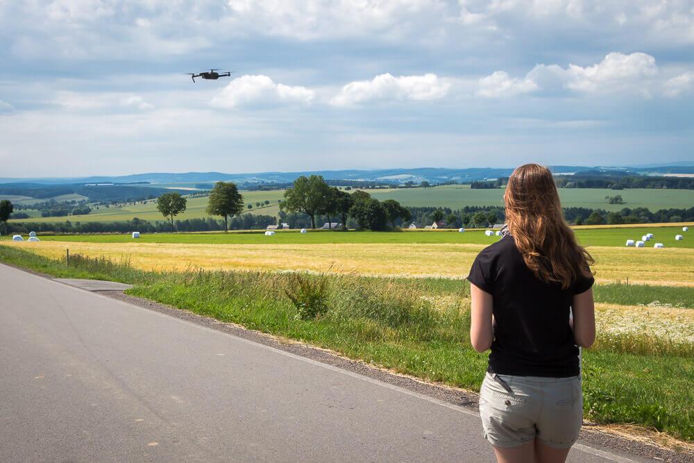 Bina bei ihrem ersten Test-Flug mit der DJI Mavic Pro