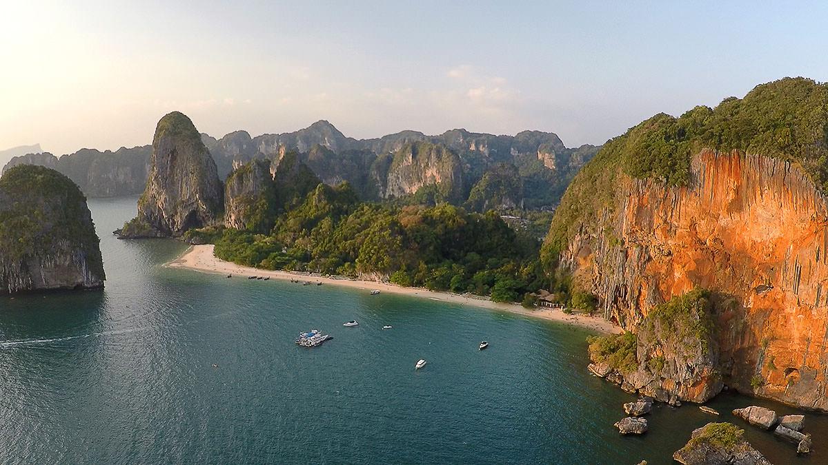 Railay Beach bei Krabi in Thailand