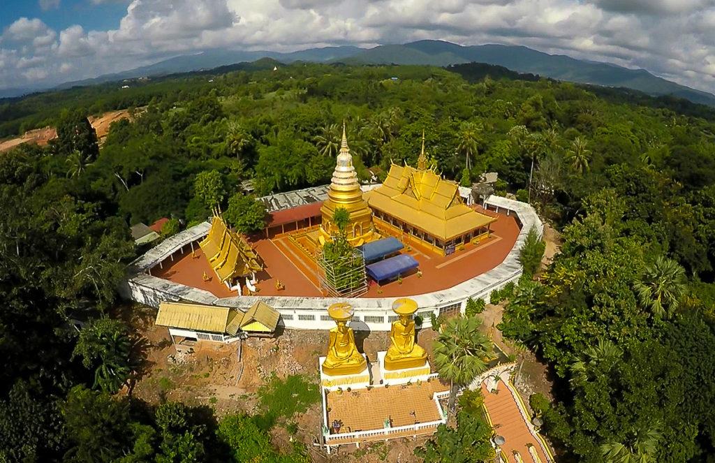 Wat Phra That Chom Sak Tempel bei Chiang Rai von oben